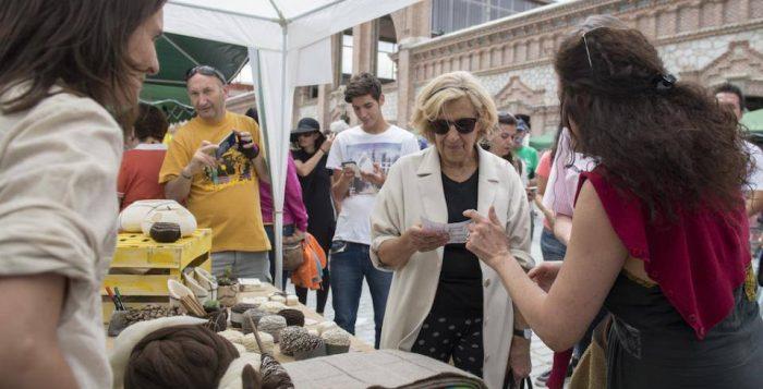 Visita de Manuela Carmena a la Feria